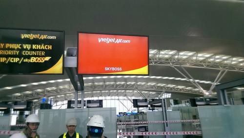 Thời gian mở quầy làm thủ tục đối với các chuyến bay quốc tế vẫn được áp  dụng là 3 tiếng trước giờ khởi hành và thời gian đóng quầy là 50 phút  trước giờ khởi hành.