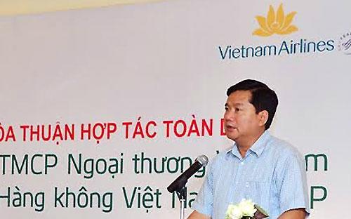 Theo Bộ trưởng Đinh La Thăng, cùng với hoạt động cho vay, ngành ngân hàng đã hỗ trợ Bộ Giao thông Vận tải rất nhiều trong quá trình tái cơ cấu các doanh nghiệp trực thuộc, điển hình như Vinashin và Vinalines.<br>