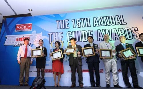 Ông Vũ Tuấn Anh, đại diện của Amiana Resort lên nhận giải thưởng The Guide Award 2014.