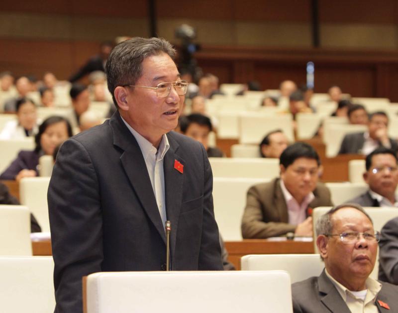 Đại biểu Nguyễn Bá Thuyền đề nghị bổ sung một nghĩa vụ để xây dựng lực lượng quốc phòng hoặc xây dựng biển đảo với những người không tham gia nghĩa vụ quân sự.<br>