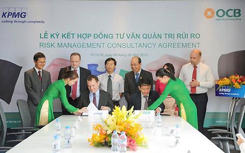 Lễ ký hợp đồng triển khai dự án giữa OCB với KPMG.