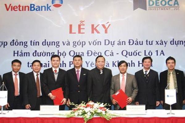 Ông Hồ Nghĩa Dũng (thứ hai từ phải sang) luôn có mặt trong những sự kiện quan trọng của Công ty Cổ phần Đầu tư Đèo Cả trong hai năm qua.<br>