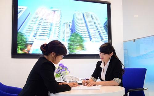 Người vay nên đọc kỹ hợp đồng, làm rõ về phí và các điều khoản phạt, hoàn lại ưu đãi.