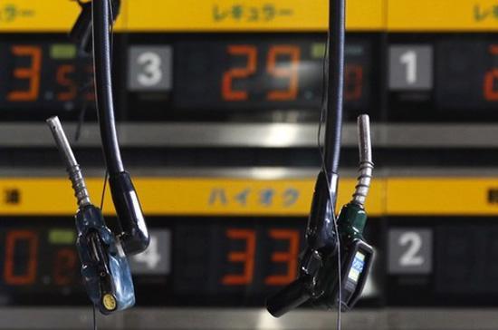 Hiện khoảng cách giá giữa dầu thô WTI hợp đồng tháng 4 trên sàn hàng hóa  New York và dầu thô Brent Biển Bắc hợp đồng tháng 5 trên sàn London đã  được rút ngắn - Ảnh: Reuters.<br>