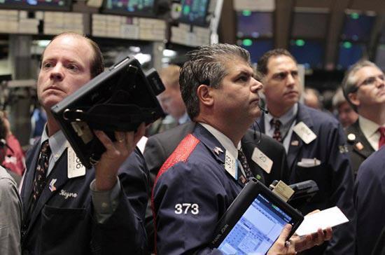 Khối lượng giao dịch toàn thị trường ở mức khá cao, với 6,78 tỷ cổ phiếu  được chuyển nhượng trên cả ba sàn New York, American và Nasdaq - Ảnh: Reuters.<br>