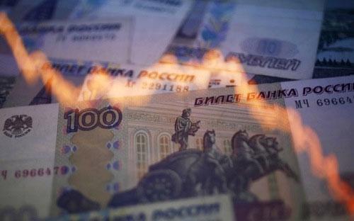 Dù đã tăng giá 11% trong năm nay và trở thành đồng tiền tăng giá  mạnh nhất trên thế giới, đồng Rúp hiện vẫn yếu hơn 34% so với thời điểm  Nga sáp nhập bán đảo Crimea vào tháng 3/2014.