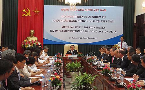 """""""Hệ thống các tổ chức tài chính Việt Nam,  các ngân hàng nước ngoài tại Việt Nam có nền tảng bền vững, có khả năng  chống đỡ tốt trước các tác động bất lợi"""", Thống đốc Nguyễn Văn Bình nói tại hội nghị.<br>"""
