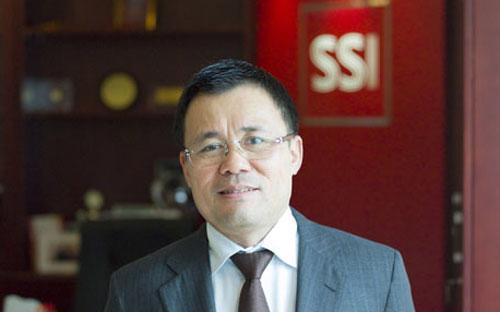 """Ông Nguyễn Duy Hưng: """"Theo tôi bây giờ là cơ hội cho nhà đầu tư dài hạn. Thị giá cổ phiếu hiện  ở mức thấp tạo cơ hội để nhà đầu tư mua cổ phiếu có cơ bản tốt, như vậy  lợi nhuận sẽ cao hơn nhiều gửi tiết kiệm"""".<br>"""