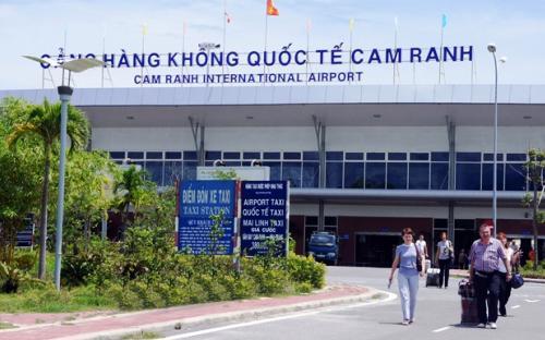 """<span style=""""font-family: 'Times New Roman'; font-size: 15px;"""">Năm 2014, Khánh Hòa đón 2 triệu lượt khách qua Cảng hàng không Cam Ranh, dự kiến năm 2015 sẽ đón 2,5 triệu khách.</span>"""