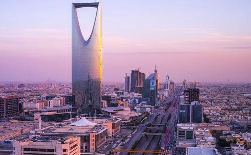 IMF ước tính thâm hụt tài khóa năm 2015 của Saudi Arabia ở mức khoảng 20% GDP, đồng thời khuyến nghị Saudi Arabia giảm mạnh chi tiêu trong những năm tới để tránh tình trạng nợ nần. Còn nếu không, quốc gia này sẽ lâm vào tình cảnh cực kỳ khó khăn về tài chính.<br>