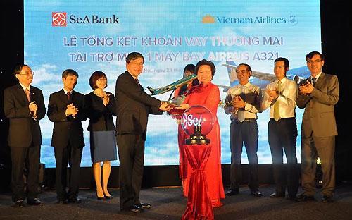"""SeABank được đánh giá là """"Ngân hàng có dịch vụ tài trợ thương mại xuất sắc nhất Việt  Nam 2014"""" do những nỗ lực trong việc  cung cấp dịch vụ tài trợ thương mại cho các doanh nghiệp trong nước thời gian qua."""