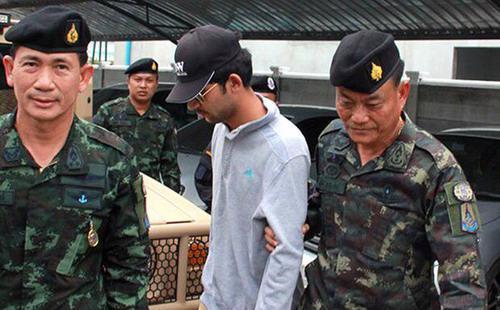 Sau khi nghi phạm bị bắt giữ, 6 cảnh sát ở đồn cảnh sát tỉnh Sa Kaeo đã bị tạm ngừng chức vụ bởi đã không kiểm soát được người nhập cư - Ảnh: Bangkok Post.<br>