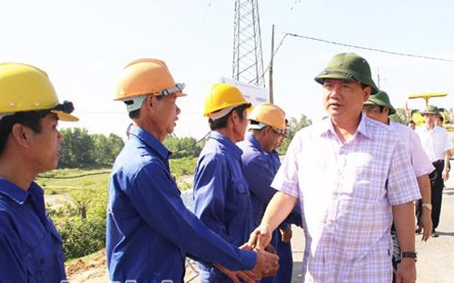 Bộ trưởng Đinh La Thăng trong một lần đi thăm công trường tại Hà Tĩnh.<br>