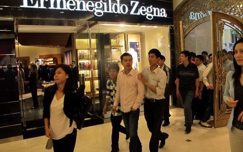 """Nhiều khách hàng trước đây tìm đến Tràng Tiền Plaza chỉ vì thú tò mò và các chương trình """"xem hàng miễn phí"""".<br>"""