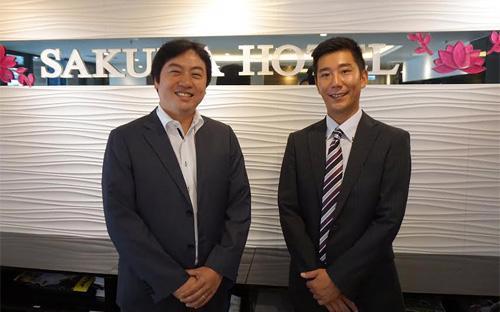 Ông Sasaki Hajime, Tổng giám đốc Sakura Hotel (bên phải) và ông Yanamoto Hidetetsu, Tổng giám đốc Tổng công ty Sakura Việt Nam.