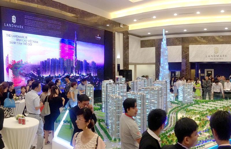 Chương trình giới thiệu căn hộ Vinhomes Central Park cho khách hàng Hàn Quốc diễn ra ngay tại showroom căn hộ mẫu.