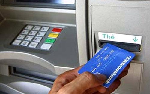 """Các giao dịch nộp tiền hay chuyển tiền ủng hộ cho dự án này có thể sử dụng tính năng """"Chuyển tiền từ thiện"""" trên hệ thống ATM của Vietcombank.<br>"""