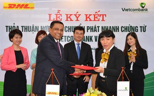Lễ ký thỏa thuận hợp tác giữa Vietcombank với DHL - VNPT.<br>