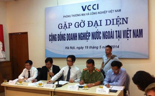 Diễn ra sau các vụ gây rối xảy ra tại Bình Dương, Đồng Nai và Hà Tĩnh  vừa qua, cuộc gặp này có sự tham gia của đại diện gần 20 hiệp hội nhà  đầu tư và các nhà đầu tư lớn nhất tại Việt Nam.