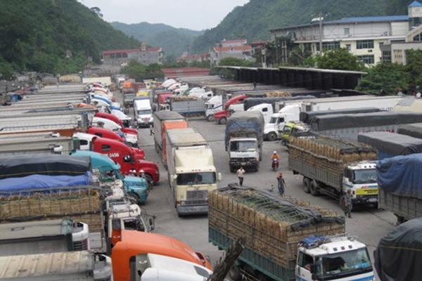 Hàng hóa xuất đi Trung Quốc tại một cửa khẩu phía Bắc.<br>
