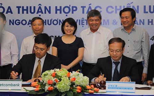 Lễ ký hợp tác giữa Ngân hàng Xây dựng và Ngân hàng Ngoại  thương Việt Nam.