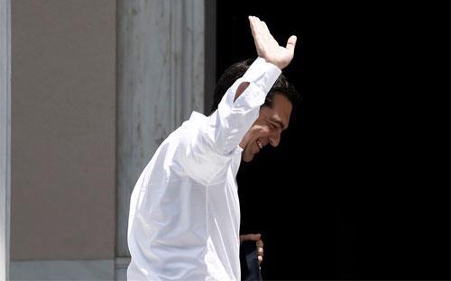 Thủ tướng Hy Lạp Alexis Tsipras trở về văn phòng ở Athens sau khi tham dự cuộc họp với chủ nợ ở Brussels ngày 4/6 - Ảnh: Bloomberg.<br>