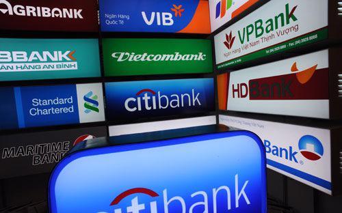 Trong những năm 2005 - 2008, Ngân hàng Nhà nước đã thực hiện chủ trương cho chuyển đổi loạt 13 ngân hàng thương mại cổ phần nông thôn lên đô thị.