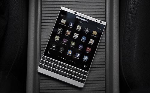 """<span style=""""font-family: 'Times New Roman'; font-size: 14.6666669845581px;"""">BlackBerry Passport Silver chính thức bán ra thị trường hôm 20/8 với giá 13,5 triệu đồng.</span>"""