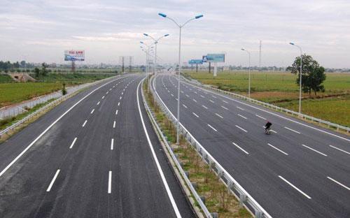 Tuyến cao tốc Cầu Giẽ - Ninh Bình mới được đưa vào sử dụng từ tháng 6/2012 nhưng đã xảy ra lún, nứt nhiều điểm.<br>