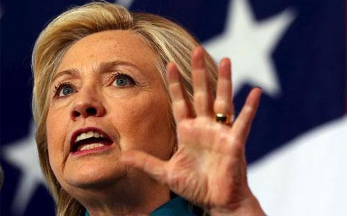 Ứng cử viên Tổng thống Mỹ Hillary Clinton phát biểu tại sự kiện vận động tranh cử ở Des Moines, bang Iowa ngày 14/6/2015 - Ảnh: AP.<br>