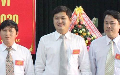 Ông Lê Phước Hoài Bảo (giữa) vừa được bổ nhiệm Giám đốc Sở Kế hoạch và Đầu tư Quảng Nam.<br>