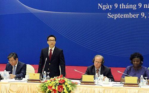 Phó thủ tướng Vũ Đức Đam và Phó chủ tịch Ngân hàng Thế giới (WB) Axel van Trotsenburg chủ trì cuộc họp lần thứ nhất về Báo cáo Việt Nam 2030.