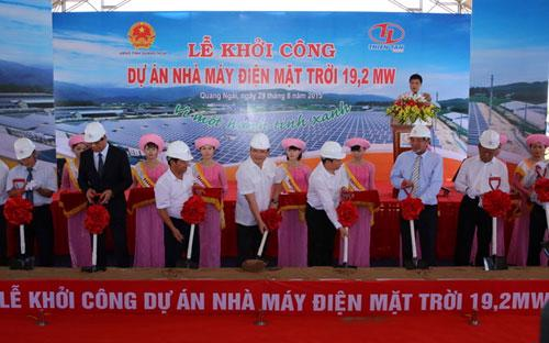 Phó thủ tướng Hoàng Trung Hải cùng đại diện lãnh đạo các bộ, ngành, địa phương cùng chủ đầu tư tại lễ khởi công dự án.<br>