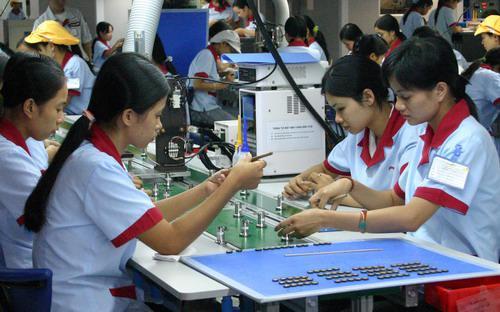 Bài học của Myanmar đã cho thấy, tăng lương tối thiểu lên gấp đôi, lập tức các đơn hàng theo về Việt Nam và một số quốc gia khác, như vậy kéo theo hàng ngàn lao động mất việc.<br>