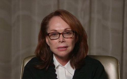 Bà Shirley Sotloff trong đoạn video xin Nhà nước Hồi giáo thả con - Ảnh: Reuters.<br>