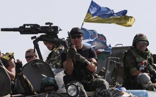 Binh sỹ chính phủ Ukraine tại miền Đông ngày 3/9 - Ảnh: Reuters.<br>