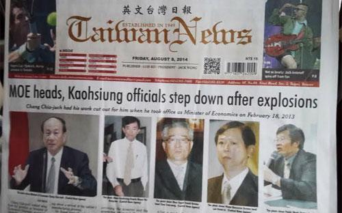 Tờ Taiwan News ngày 8/8 đưa tin về việc các quan chức xin từ nhiệm vì vụ nổ khí đốt trên trang nhất - Ảnh: An Huy.<br>