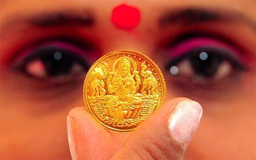 Năm nay, nhu cầu đầu tư vàng của người Ấn đã giảm mạnh do tỷ suất lợi  nhuận kém, các biện pháp hạn chế của Chính phủ, cũng như việc có nhiều  lựa chọn đầu tư tốt hơn - Ảnh: EPA.<br>