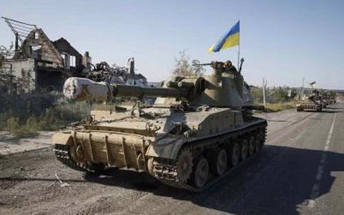 Một hệ thống pháo tự hành của quân chính phủ Ukraine tại miền Đông nước này ngày 3/9 - Ảnh: Reuters.<br>