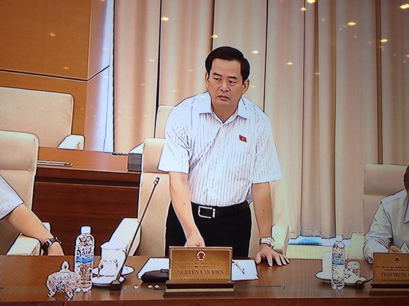Phó chủ nhiệm Ủy ban Tư pháp Nguyễn Đình Quyền phát biểu tại phiên thảo luận.<br>