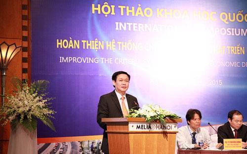 Trưởng ban Kinh tế Trung ương Vương Đình Huệ phát biểu tại hội thảo.<br>