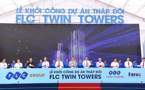 Lãnh đạo các bộ, ngành Trung ương, thành phố Hà Nội và chủ đầu tư thực hiện nghi thức khởi công dự án FLC Twin Towers sáng 8/8.<br>
