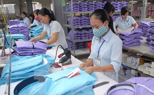 Các nhà hoạch định chính sách đưa ra quy định cả sợi vải và sản phẩm dệt may cuối cùng phải được sản xuất và nhập từ nhóm các nước thuộc TPP mới được hưởng ưu đãi thuế quan.<br>
