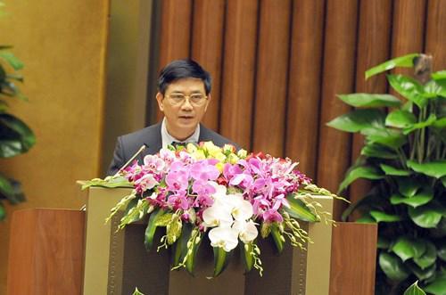 Chủ nhiệm Ủy ban Tư pháp Nguyễn Văn Hiện đọc báo cáo thẩm tra dự án Luật Tạm giam, tạm giữ.<br>