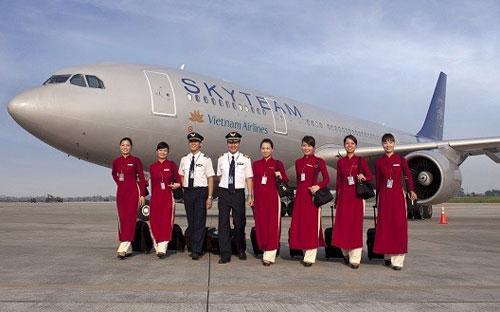 Đến cuối năm 2014, Vietnam Airlines có 734 phi công, trong đó 535 người Việt Nam. Dù làm cùng hãng, song phi công người nước ngoài nhận lương cao gấp đôi đến ba lần so với phi công Việt Nam.<br>