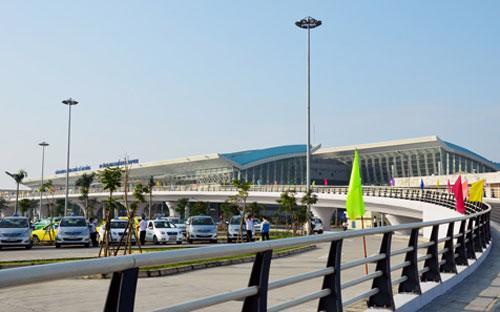 Sân bay quốc tế Đà Nẵng là một trong ba sân bay quốc tế lớn nhất của Việt Nam, sau Nội Bài và Tân Sơn Nhất.