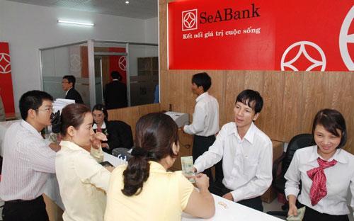 Trong thời gian giữ chức vụ tại SeABank, bà Nguyễn Thị Hương Giang đã ký nhiều chứng thư bảo lãnh cho các doanh nghiệp vượt quá thẩm quyền và không đúng quy định.