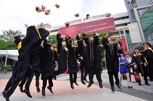Theo hệ thống mới của Singapore, những sinh viên tốt nghiệp trường nghề sẽ tiếp tục được đào tạo trong các công việc phù hợp, cùng lúc họ vẫn có thể tiếp tục học cao hơn - Ảnh: SP.<br>