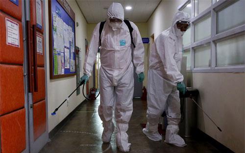 Ngày 15/6, Bộ Y tế Hàn Quốc xác nhận có thêm 5 ca nhiễm MERS mới, nâng  tổng số người nhiễm lên 150, trong đó 16 người đã thiệt mạng - Ảnh: Bloomberg.<br>