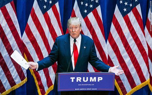 Trump tuyên bố ứng cử cho vị trí ứng cử viên tổng thống Mỹ của đảng Cộng hòa với bản tóm tắt tài sản và nợ trên tay - Ảnh: CNN.